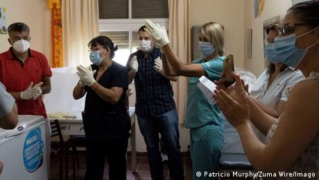 País se torna o primeiro das Américas a aplicar a vacina russa SputnikV. A fase inicial abrange um lote de 300 mil doses, de um total de 55 a 60 milhões que o governo planeja receber até julho do ano que vem por meio de contratos com diversas empresas farmacêuticas. A prioridade foi dada a profissionais de saúde de grandes aglomerados urbanos. (29/12)