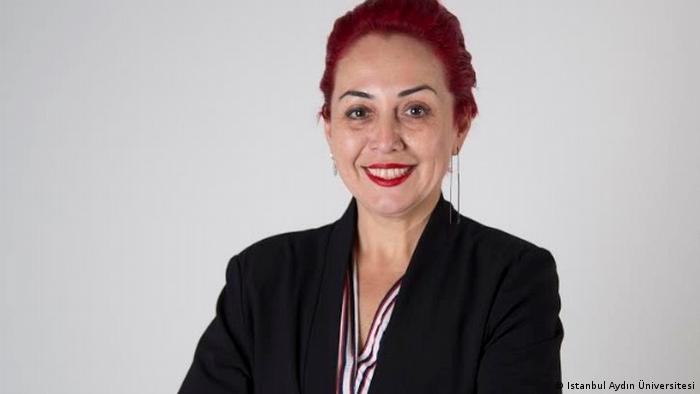 Aylin Sözer özel bir üniversitede öğretim görevlisiydi