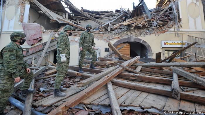 Deprem Petrinja kentinde çok sayıda binanın yıkılmasına sebep oldu