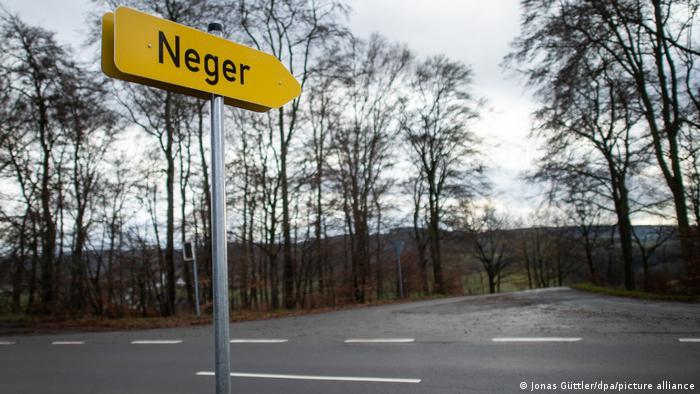 Wegweiser nach Neger im Sauerland