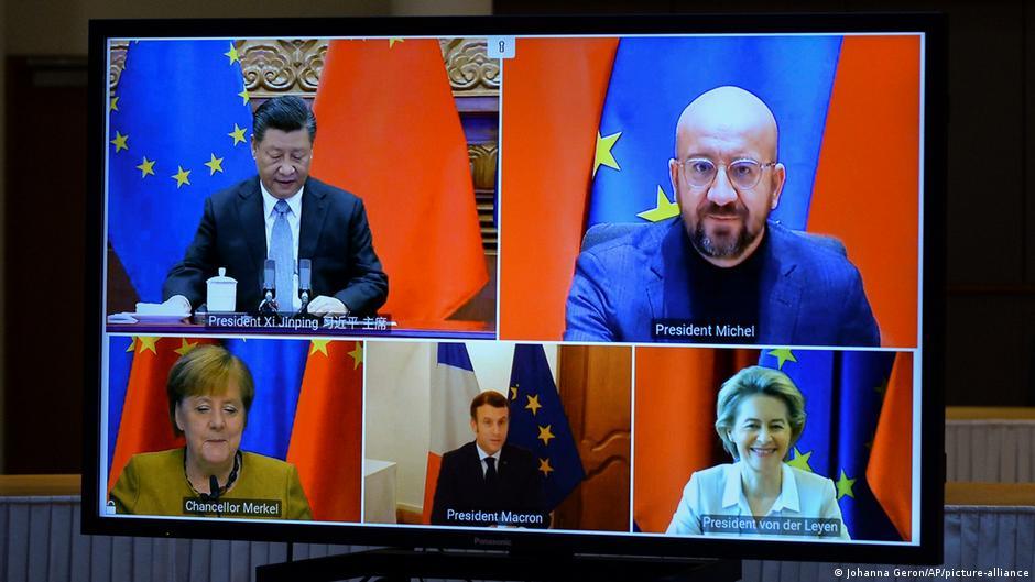中國國家主席習近平、歐洲理事會主席米歇爾、歐盟委員會主席馮德萊恩、法國總統馬克龍、德國總理默克爾去年12月30日出席視頻會議,隨後共同宣布長達7年的歐中投資協議談判「如期完成」