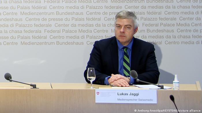 Lukas Jaggi, der Sprecher von Swissmedic, sichert eine genaue Prüfung des Todesfalles in Luzern zu
