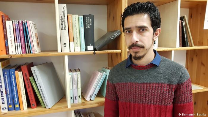 إيهاب ساري، متطوع في Back on Track Syria داخل مركز Kiezspinne المجتمعي في برلين