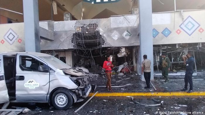 تفجيرات مطار عدن خلفت عشرات الضحايا