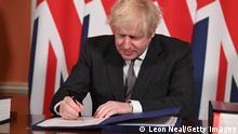 Großbritannien London   Boris Johnson unterzeichnet Brexit-Handelsabkommen