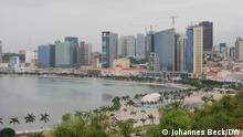 Blick vom Fort von Luanda, Fortaleza de São Miguel de Luanda, auf die Uferpromenade von Luanda, Angola (Marginal de Luanda) mit der Skyline des Zentrums der angolanischen Hauptstadt. Johannes Beck / DW Datum: 29.10.2019