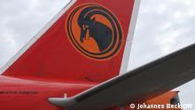 Flugzeug der TAAG Angola Airlines. Die TAAG, auch Linhas Aéreas de Angola, ist die staatliche Fluggesellschaft Angolas. Das Foto wurde auf dem Aeroporto Internacional Quatro de Fevereiro, dem internationalen Flughafen von Luanda aufgenommen. Johannes Beck / DW Datum: 29.10.2019