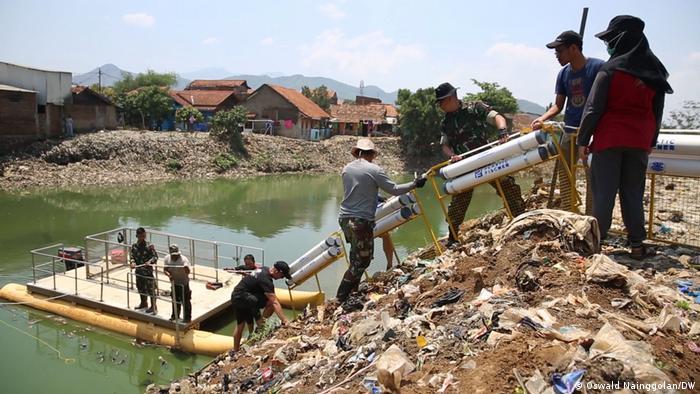 Plastic Fischer bersihkan Citarum di Bandung yang didapuk sebagai salah satu sungai terkotor sedunia.