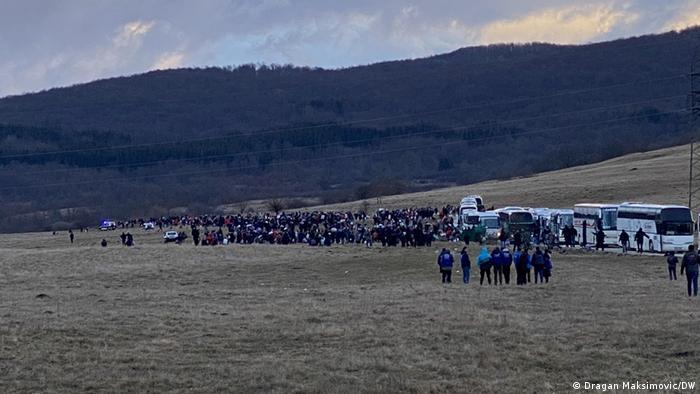 Migranti kod kampa Lipa
