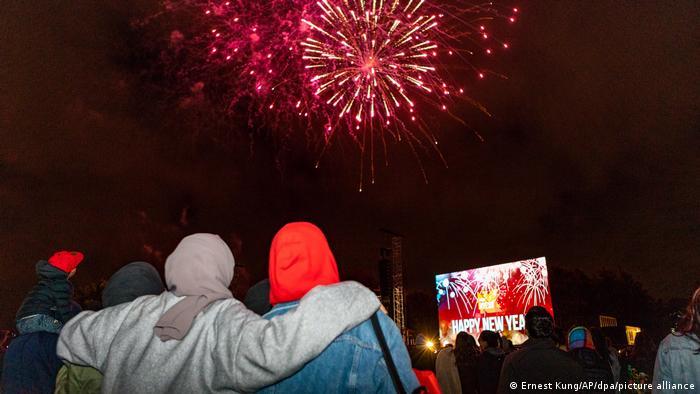 Η Νέα Ζηλανδία ήταν μια από τις χώρες όπου τα μέτρα κορώνας δεν εφαρμόζονται κατά τον εορτασμό του νέου έτους.