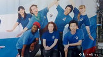Ein Uni-Plakat wirbt für multikulturelles Zusammenleben (Foto: DW)