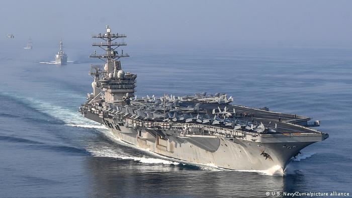 Авианосец USS Nimitz в Ормузском проливе