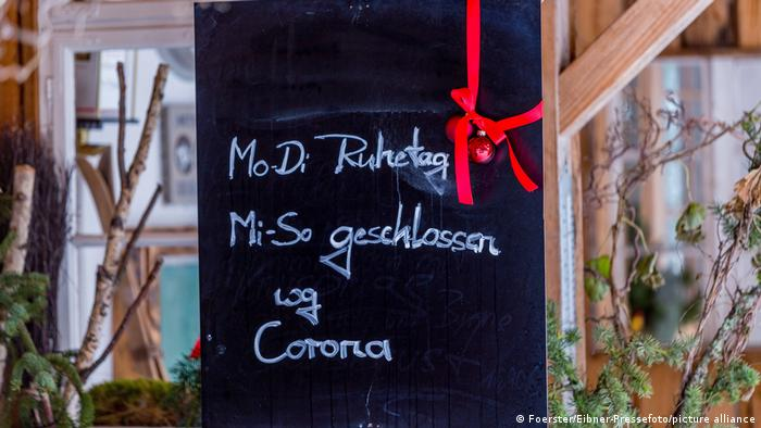 Deutschland - Schild: Geschlossen wegen Corona
