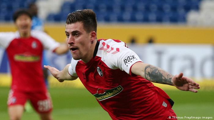 El Freiburg se las arregló para marcar sus tres goles en la primera mitad del partido, el tercero por un autogol del ganés Kasim Adams en el minuto 42. Con esto, el Freiburg sube a la novena casilla y se acerca a puestos europeos.