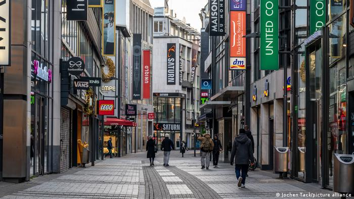 Almanya'daki kısıtlamalar kapsamında birçok mağaza kapalı