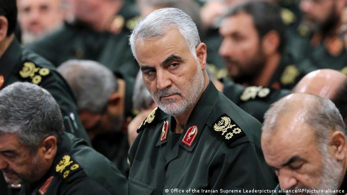 صورة من الأرشيف لقائد فيلق القدس في الحرس الثوري الإيراني اللواء قاسم سليماني.