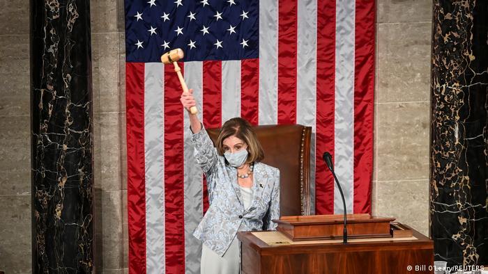 Нэнси Пелоси на первом заседании Палаты представителей Конгресса США нового созыва, 3 января 2021 года