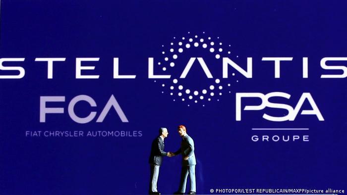 Логотип автоконцерна Stellantis, возникшего в результате слияния предприятий PSA Groupe и Fiat Chrysler
