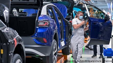 """""""Καμπανάκι"""" για χιλιάδες θέσεις εργασίας στην VW"""