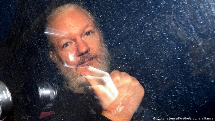 Julian Assange, autorul unor dezvăluiri care au produs unde de șoc la Washington și nu numai