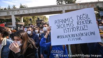 Θέλουμε εκλεγμένο και όχι διορισμένο πρύτανη φωνάζουν οι φοιτητές