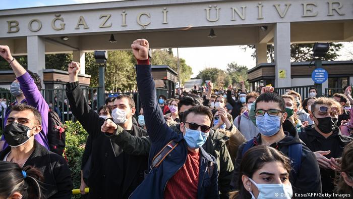 Boğaziçi Üniversitesi rektörlüğüne Prof. Dr. Bulu'nun atanması dün öğrenciler tarafından protesto edilmişti