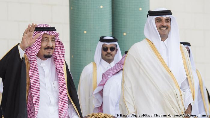 الملك السلمان يستقبل الأمير تميم (أرشيف)