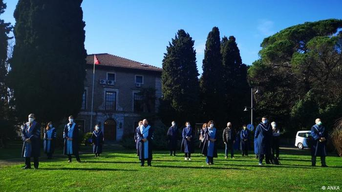 Boğaziçi Üniversitesi'nde akademisyenlerin protestosu
