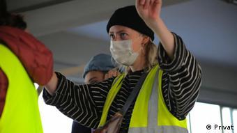 Хоуп Баркер координирует проект помощи беженцам Wave Thessaloniki
