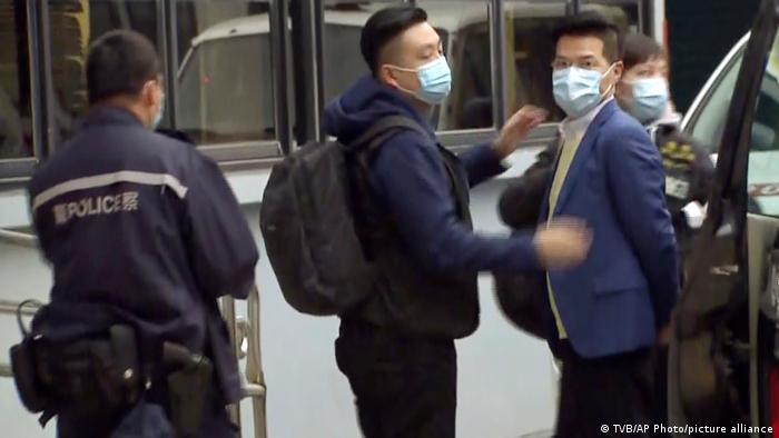 Momento en que Gary Fan es detenido.