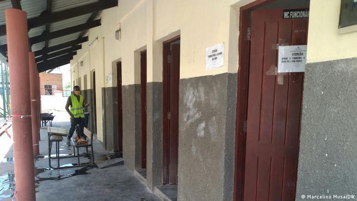 Obras de construção e manutenção de sanitários foram atribuídas a empreiteiros de Maputo