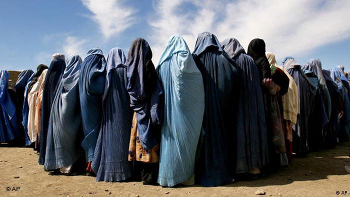 در دوران طالبان زنان اجازه نداشتند بدون مرد محرم یا بدون حجاب از خانههایشان بیرون بروند. تحصیلات و کار برای زنان ممنوع بود.
