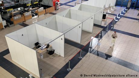 Γερμανία: Πολιτικοί και κληρικοί εμβολιάζονται πριν έρθει η σειρά τους