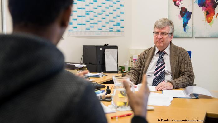 Anhörung zur Identitätsprüfung im Bundesamt für Migration und Flüchtlinge (BAMF)