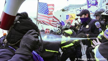 Протести перед Капітолієм під час затвердження результатів виборів президента США