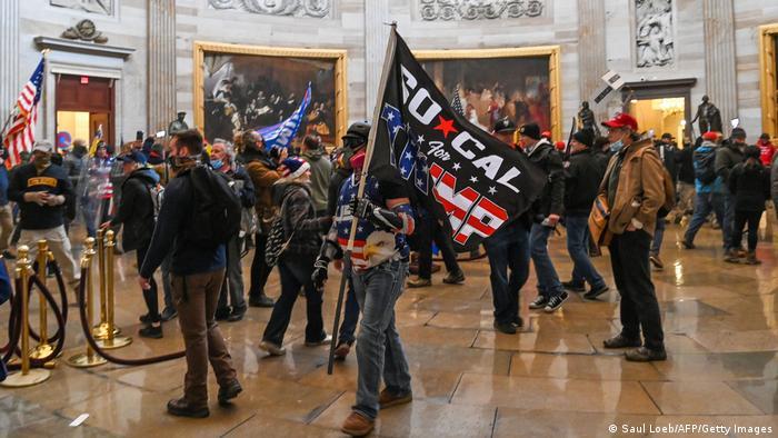 Сторонники действующего главы Белого дома в здании Конгресса США