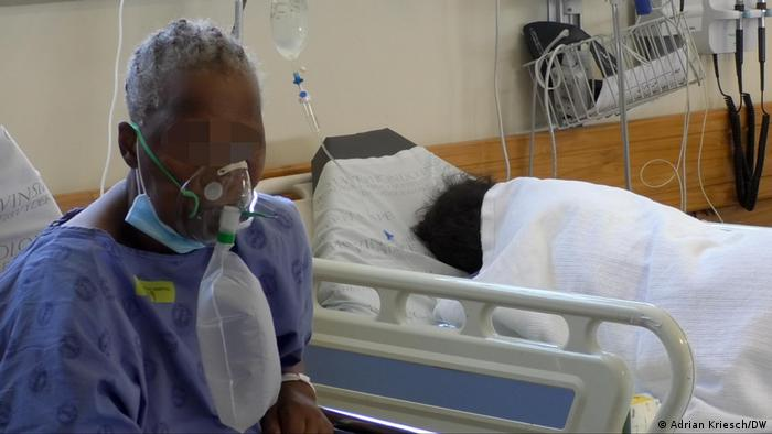 Zwei Patienten im Krankenhaus in Khayelitsha