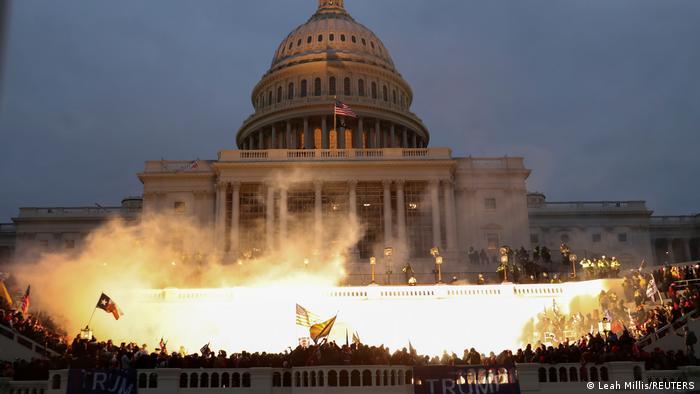 El Capitolio bajo ataque.