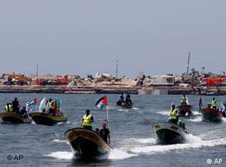 Mehrere Boote mit Palästinenser-Flagge (Foto: AP)