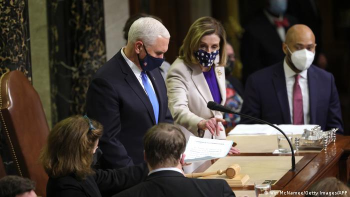 Pence e Pelosi em certificação da eleição de Biden