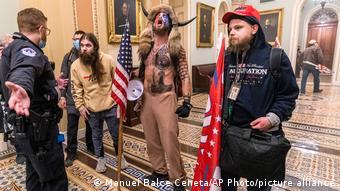 Οι εικόνες των οπαδών του Τραμπ στο Καπιτώλιο έκαναν το γύρο του κόσμου