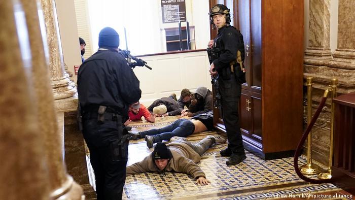 US-Kapitol | Sturm der Trump-Fans | Polizisten