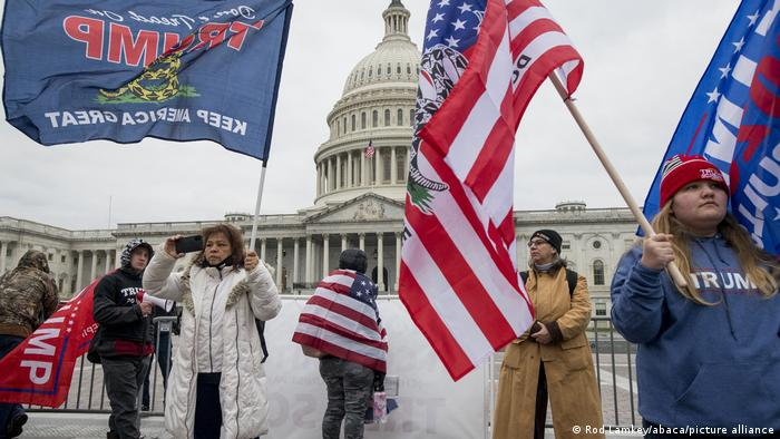 Trumpovi simpatizeri ispred Kapitola