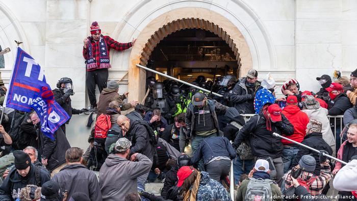 Angriff von Pro-Trump-Demonstranten auf den Kongress der Vereinigten Staaten.  (6.01.2021).