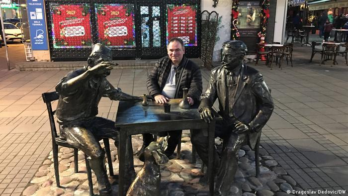 Dragoslav Dedović i spomenik Stevanu Sremcu u Nišu