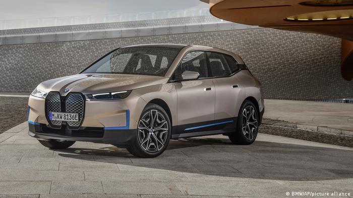 Planowany na koniec 2021 roku model BMW iX ma być pierwszym z nową wersją systemu operacyjnego BMW OS 8.