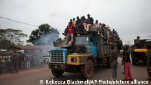 Afrika Menschen fliehen vor Gewalt in Zentralafrika