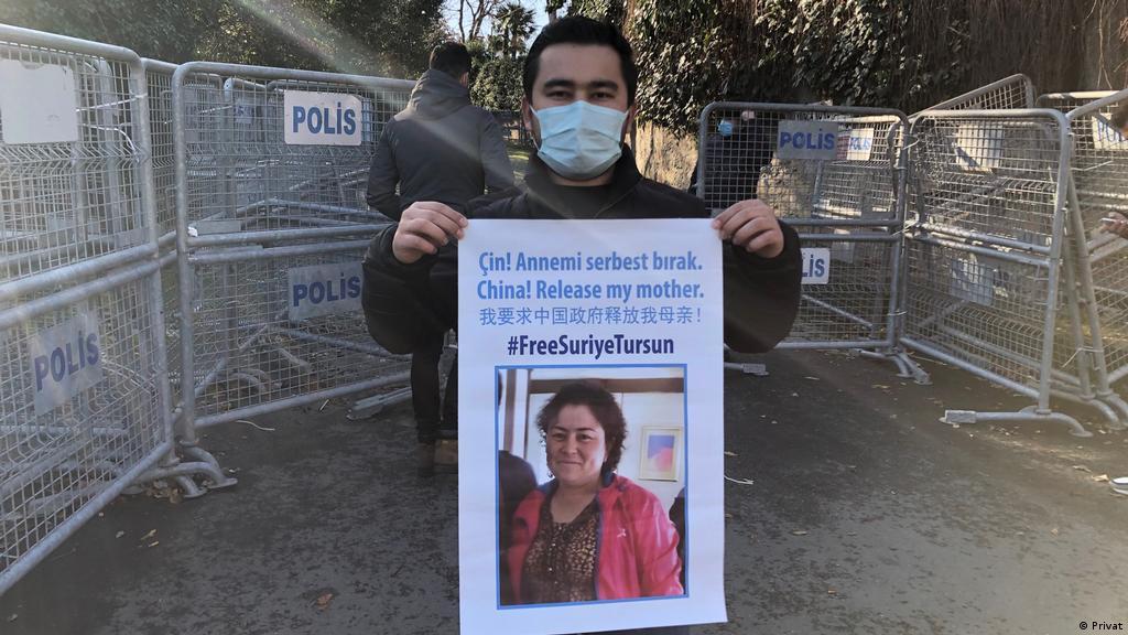 Uygurlara yönelik dijital gözetimde: ″Babamla karşılaşmam″   Türkiye   DW   09.01.2021