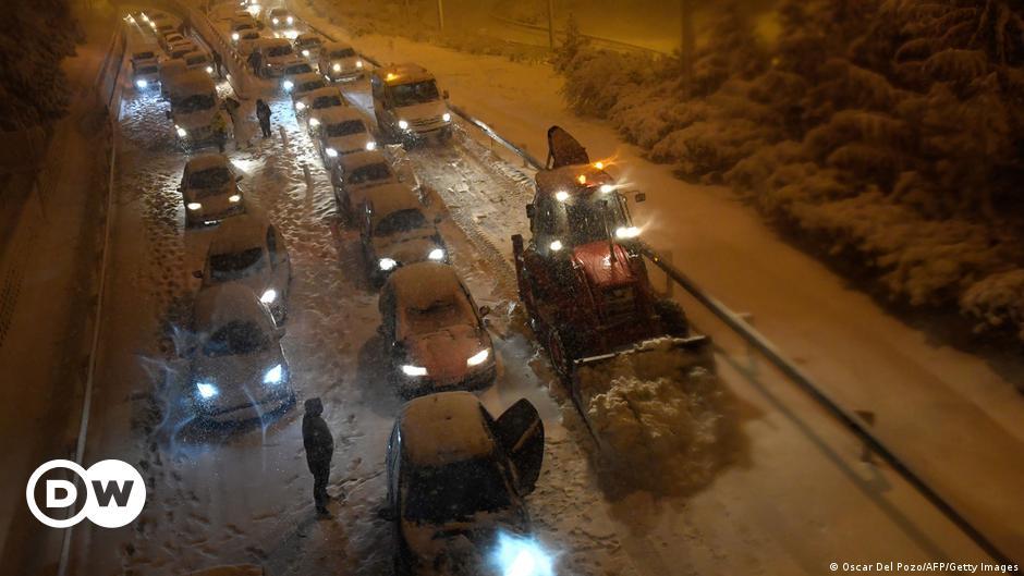 """عاصفة """"فيلومينا"""" تضرب إسبانيا.. مقتل أربعة أشخاص ومحاصرة المئات"""