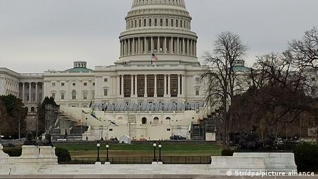 El Capitolio reforzado.